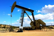 Pad zaliha podigao cijenu nafte